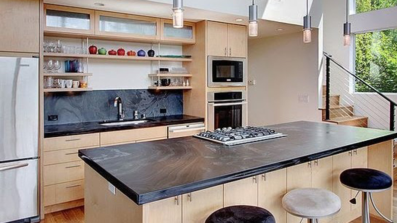 Kitchen set straight with an island